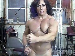 एनी Rivieccio नग्न महिला शरीर सौष्ठव जिम में