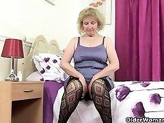 Britų granny Diana vyksta solo, fishnets