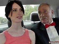 Öregasszony, interracial hármasban először Frankie vezeti le a Hersey