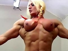 Mature BBW gets strapon by a muscle woman