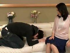 Geidulingas Japonijos mama yra jaunesnis vaikinas tenkinti savo seksualinius troškimus