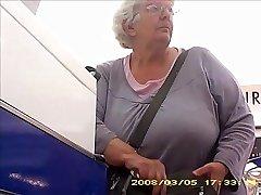 Močiutė su big butt juosta boobs