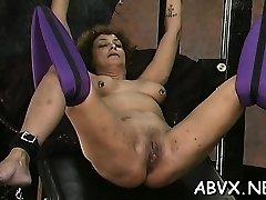 امرأة يتحمله عبودية الجنس في المنزل في غير الفيديو المهنية