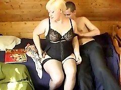 Rusų berniukas sušikti a nekaunīgi brandžios