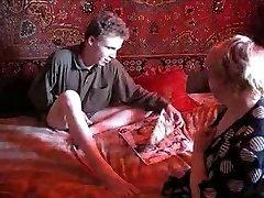 Rusijos Močiutė Ir Berniukas 067