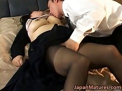 Chinese mature chick has hot sex