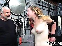 äärmiselt pärisorjus seksikas emme ja noor tütar