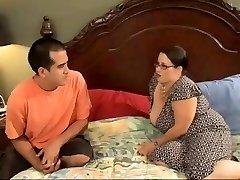 Seksualus BBW Mama Vilioja Raguotas Jaunų Stud