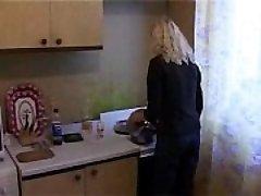 Rusijos Mama Pagal Sūnus ir amp_ Draugas - Tai ji nėra graži?