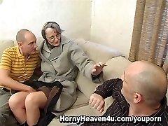 Močiutė Jis Patinka Analinis