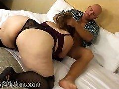 पत्नी पुरुष अनुरक्षक काम देता है