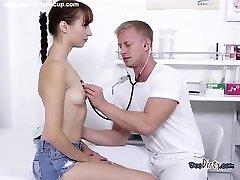 Cute Teen Lida Dobi Skrbi Zdravnik
