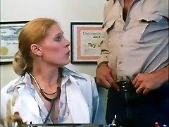 Porno clásico video que muestra MILF caliente teniendo sexo