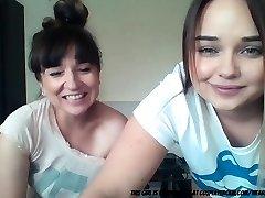 mama ir dukra ant kameros