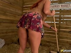 Lewd 41 yo nymph Faye Rampton uncovers her arse on farmers' market