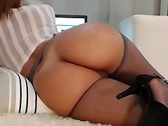 Milf web cam with an amazing body!!