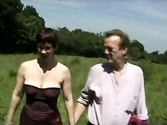Amateur Torrid British Mature Picnic MMF threesome