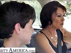 शरारती अमेरिका श्रीमती फुलर (वैनेसा वीडीएल) जुआन सिखाता है कि कैसे