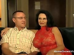 Hot amateur mature sucking and fucking a junior guy