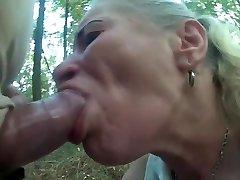 wysportowany kogut użyć prostytutkę jamy ustnej i gardła w lesie