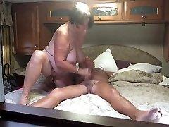 baka daje pušenje i masturbira