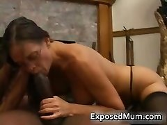Hot Milf v okuliaroch deepthroating black part6