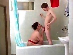 Mama Olga v kopalnico