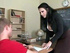Lärare knullar student i badrum