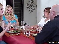Mommy Got Boobs: Kas Nori Pyrago?. Karen Fisher, Tyler Nixon