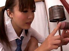 Εύρωστος Ασιατικές κολέγιο τσούλα Momoka Rin είναι χάλια ζουμερός πούτσος του την κάμερα συναδέλφους