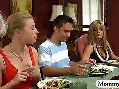 Brandus stepmom kėlikliai off paauglių berniukas pagal stalo ir vakarienė