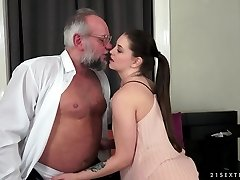 Angelina Brill penetrates an aged gentleman