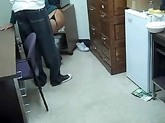 Busty office MILF man suteikia blowjob