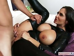 Brunette mommy in latex Ava Addams nails an horny guy