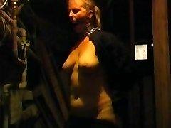 Starý tlusťoch má bičování během BDSM hry