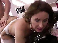 Zrel Britanska lady v nogavice zajebal mladih stud