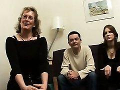 Prantsuse küps Francoise keppis threesome