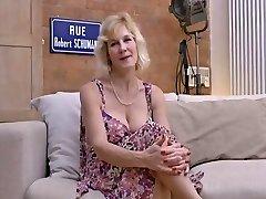 (50) , साक्षात्कार करता है