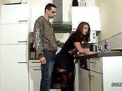 Krok-Syn Svést MILF Máma Kurva a Cum na Punčochy