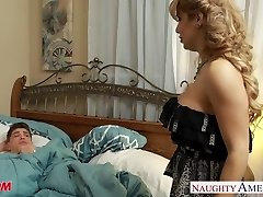 Huge-boobed blonde mother Alyssa Lynn suck a large pecker