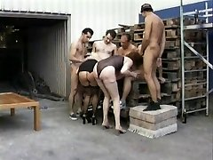 2 matures and Six guys in orgy (Camaster)
