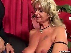 Mummo nauttii anaali vitun kone