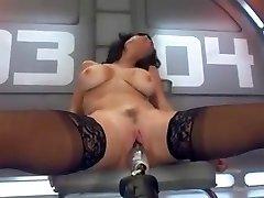 V vročih ženska vs big black