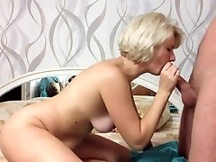 Vakker blonde gi en fantastisk blowjob