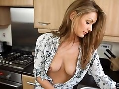 Downblouse MILF Washing the Dishes