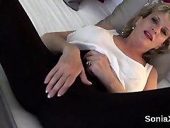 Oszukiwanie anglų milf ponia sonia pristato savo milžinišką ąsočius