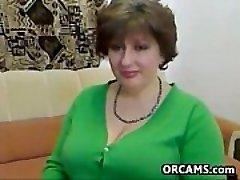 Şişman Olgun Kadın Striptiz Yapıyor