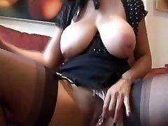 परिपक्व युगल बड़े स्तन Danica गंदे वार्ता के रूप में वह स्ट्रिप्स और teases