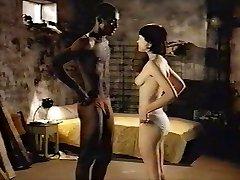 Brunetė balta mergaitė su juoda meilužis - Erotinis Rasių