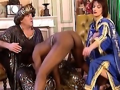 African Fuckslut Blows And Gets Fisted In 3some